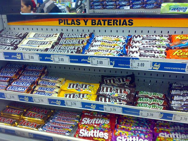 ¿Chocolatinas o pilas y baterías?