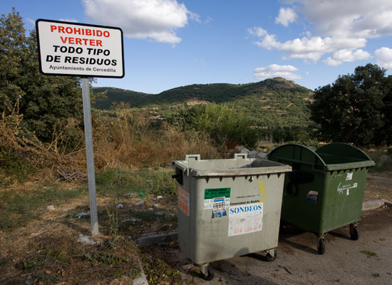 Contenedor residuos no admite residuos