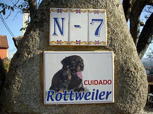 Cuidado-Rotweiller-Fuera