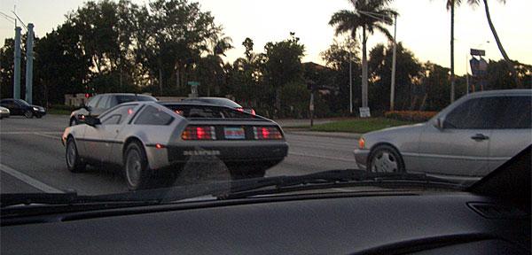 DeLorean adelantando