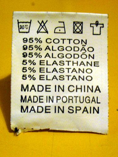 Etiqueta Trilingue